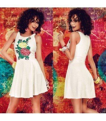 Vestido Con Flores Bordadas y Falda Vuelo